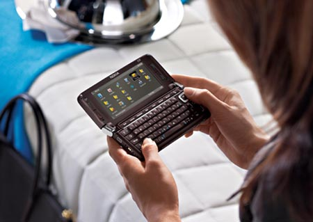 Nokia E90 - and BIG HANDS